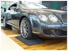 Picture of a Bentley parked on Reifenkissen cushions